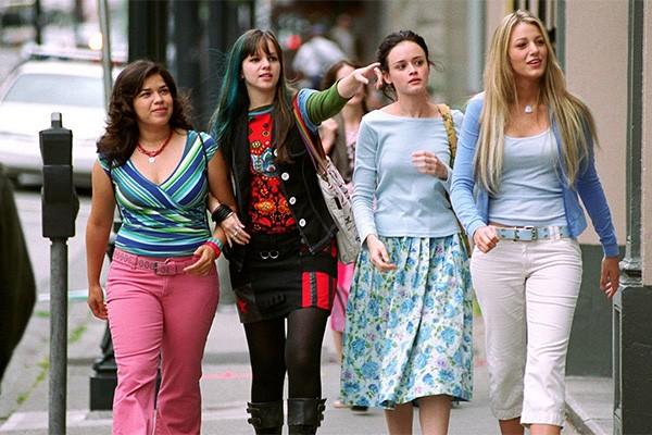 As atrizes America Ferrera, Amber Tamblyn, Alexis Bledel e Blake Lively se conheceram durante as gravações de Quatro Amigas e um Jeans Viajante, em 2005. (Foto: Divulgação)