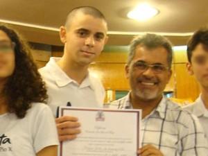 Abdias recebeu Diploma Estudante José Lins do Rego, na Câmara Municipal, pelo desempenho nas Olimpíadas Científicas de 2012 (Foto: Arquivo Pessoal/Abdias Aires)