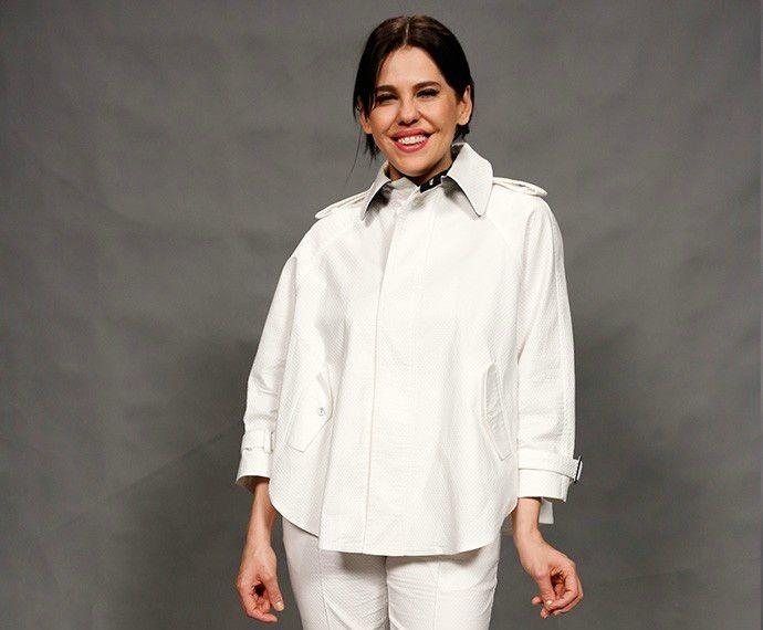 Bárbara Paz aposta em look moderno nas cores preta e branca  (Foto: Ellen Soares/Gshow)