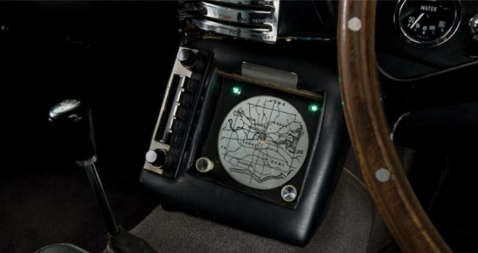 Um navegador GPS sendo mostrado num dos filmes do 007 da década de 60 (Foto:Reprodução/YouTube)