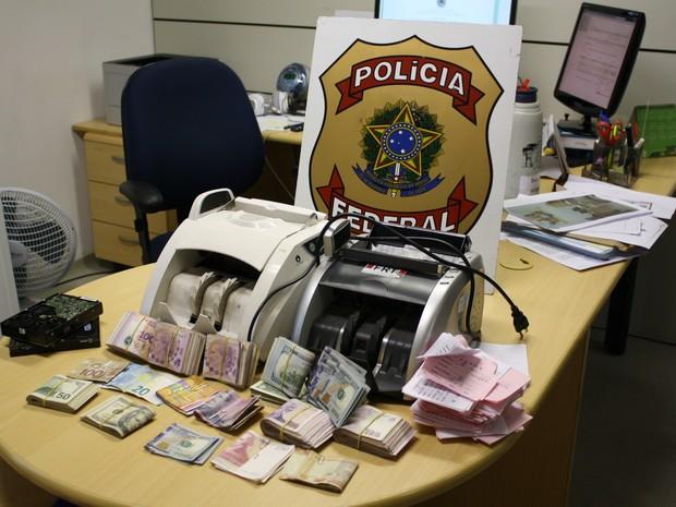 No local foram mais localizados mais de R$ 180 mil em dinheiro (Foto: PF/Divulgação)
