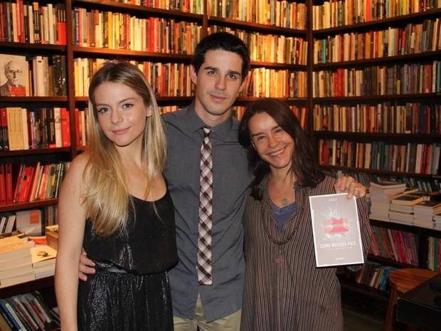 Vitória Frate, Pedro Neschiling e Lucélia Santos em lançamento de livro no Rio (Foto: Rogério Fidalgo/ Ag. News)