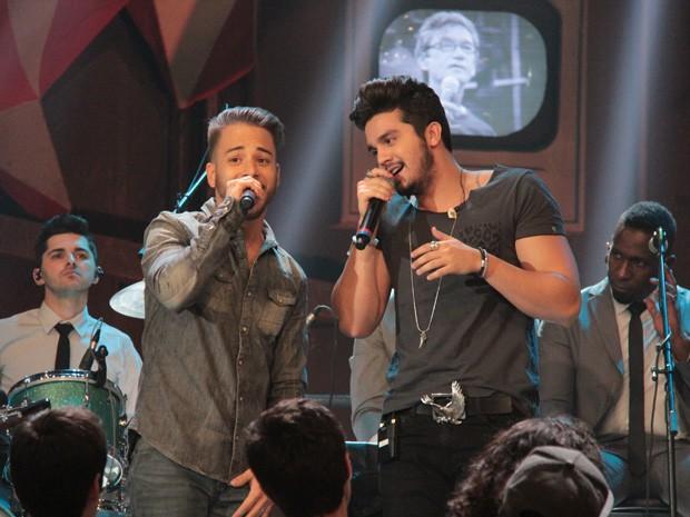 Junior Lima e Luan Santana cantam sucesso de Sandy & Junior (Foto: Marcos Mazini/Gshow)