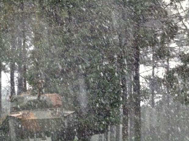 Neve foi registrada no quartel do bairro Pinheirinho, em Curitiba (Foto: Diego Medina/ VC no G1)