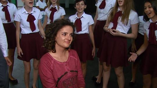 'Plug': Michelly chora ao receber homenagem, em Cândido Rondon