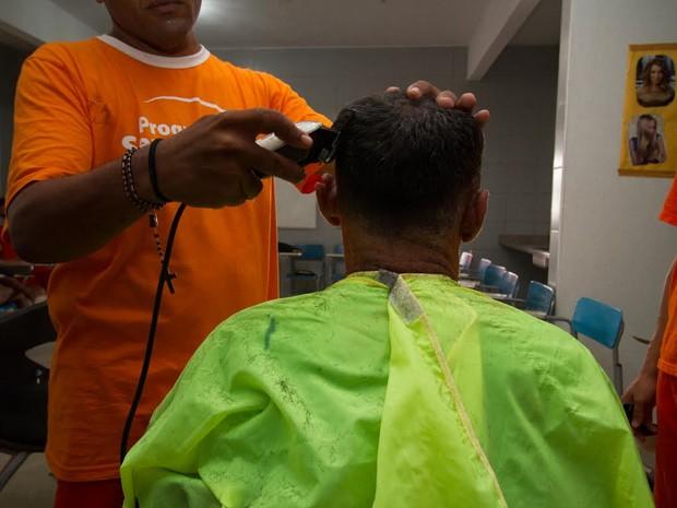 Presos participaram de curso de cabeleireiro dentro da prisão (Foto: Foto: Divulgação Sejus/ Max Marduque)