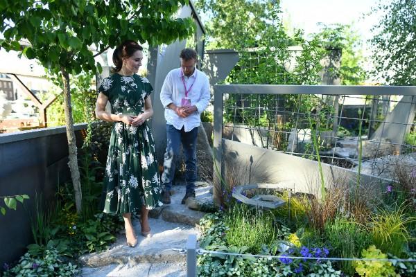 Kate foi de vestido Rochas de quase R$6,4 mil (Foto: Getty Images)