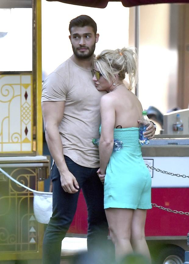 Britney Spears e Sam Asghari (Foto: The Grosby Group)