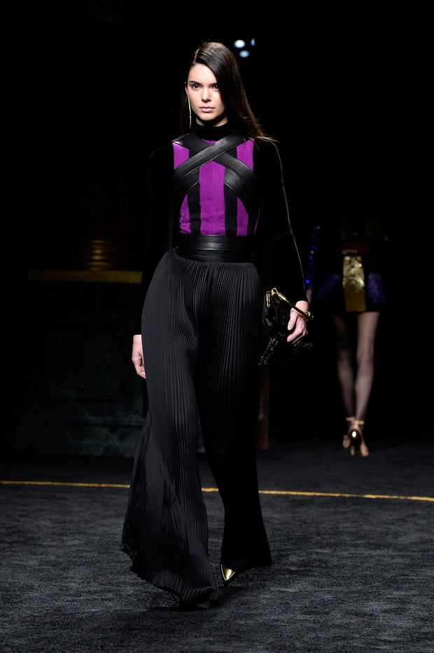 Kendall Jenner no desfile da Balmain em Paris (Foto: Getty Images)