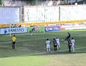 Gol de pênalti de Faioli, do Rio Branco (Foto: Reprodução/TV Gazeta Sul)