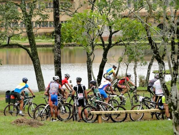 Na pista, 71 atletas brasileiros e de outros países da América do Sul participaram da competição (Foto: Bruno Fernandes / Noispedala.com.br)