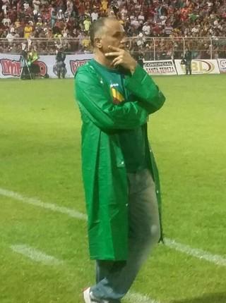 Oliveira Canindé, técnico do Sampaio, na final do Maranhense 2015 (Foto: Bruno Alves/Globoesporte.com)