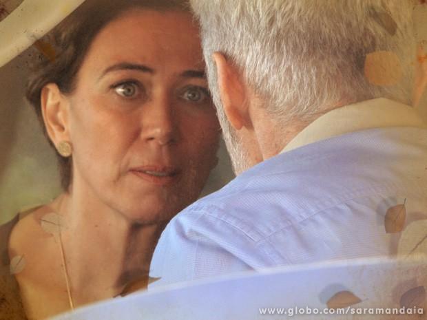 Vitória quer saber de Zico qual o envolvimento dele no atentado (Foto: TV Globo/ Saramandaia)