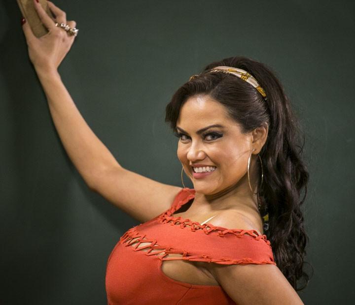 Ellen Rocche é a Capitu da 'Escolinha do Professor Raimundo' (Foto: Paulo Belote / TV Globo)