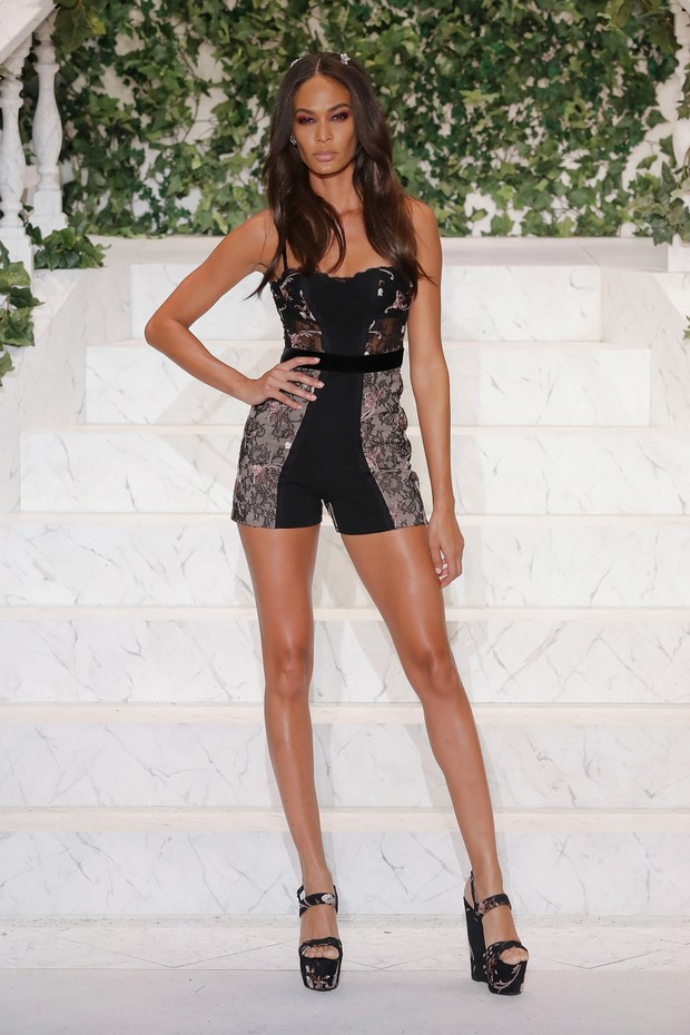 Joan Smalls desfila em Nova York, nos Estados Unidos (Foto: JP Yim/ Getty Images/ AFP)