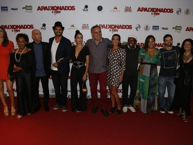 Elenco e equipe de Apaixonados - O filme em pré-estreia de filme na Zona Sul do Rio (Foto: Ag. News)