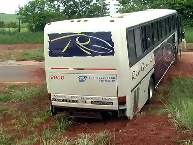 Motorista disse à polícia que freio falhou ao tentar fazer curva (Foto: Reprodução/TV Barretos)
