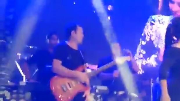 Chimbinha no palco com a banda Calypso (Foto: Reprodução)