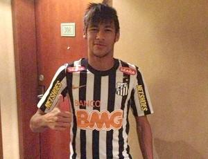 Neymar com a nova camisa do Santos (Foto: Reprodução / Twitter)