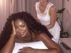 Às vésperas do desfile, Cris Vianna relaxa fazendo massagem