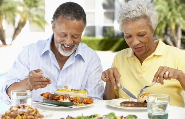 Alimentação na terceira idade (Foto: Shutterstock)