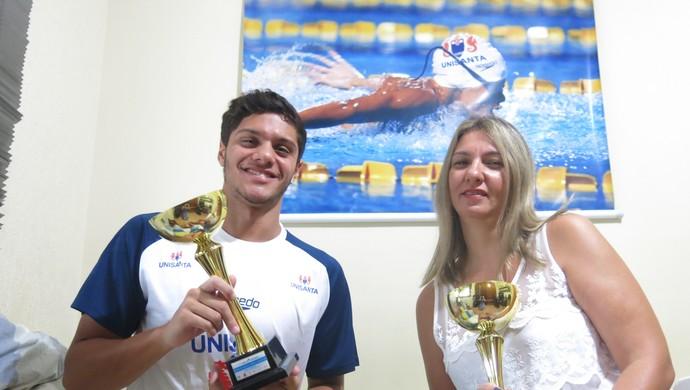 """Felipe Ribeiro, ao lado da mãe, Marily: """"Ela ficava brava quando cabulava as aulas"""", ri o atleta (Foto: Natasha Guerrize)"""
