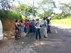Famílias encontram IML fechado e corpos ficam do lado de fora em MG