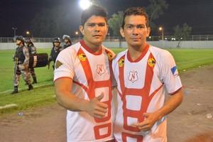 Irmãos Alex e Robemar (Foto: Ivonísio Junior)