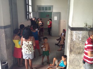 Responsáveis foram levados para a Central de Polícia (Foto: Walter Paparazzo/G1)