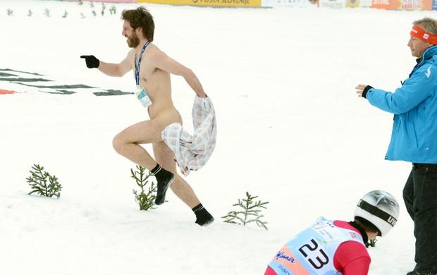 peladão invade a pista de esqui na Copa do MUndo (Foto: Agência Reuters)