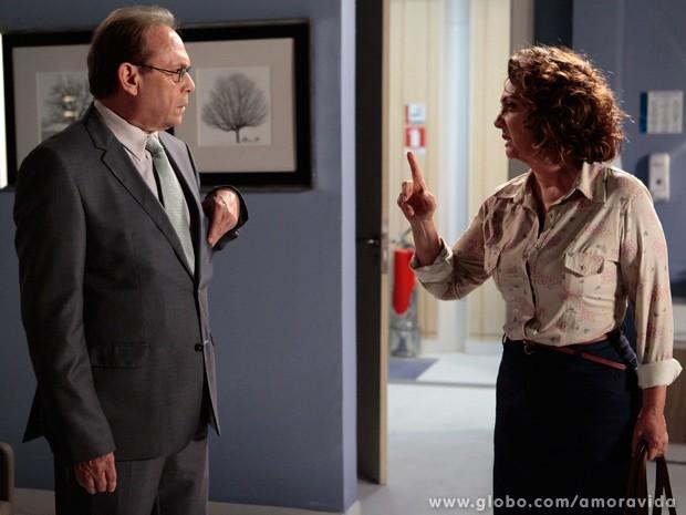 Ordália confessa que Herbert foi o amor de sua vida e proíbe relaciomanento com Gina (Foto: Pedro Curi / TV Globo)