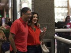 William Bonner e Fátima Bernardes vão ao cinema de vermelho
