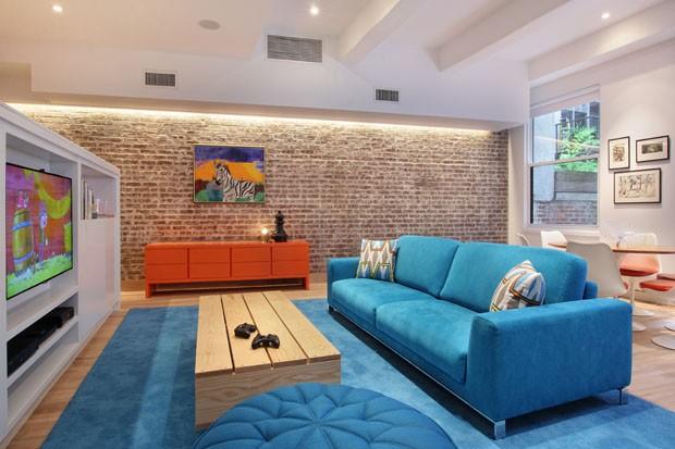 Cores fortes e diversão fazem apartamento renascer (Foto: Garrett Rowland)