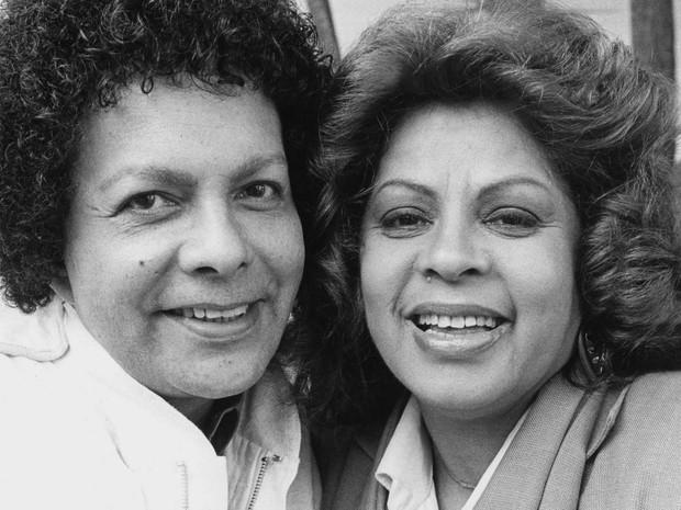 Os cantores Cauby Peixoto e Ângela Maria posam para foto na capital paulista em junho de 1986 (Foto: Juvenal Pereira/Estadão Conteúdo/Arquivo)