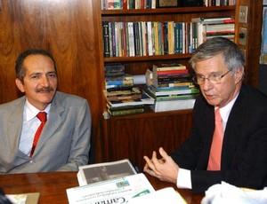 Ibsen conversa com ministro Aldo Rebello (Foto: Agência Brasil)