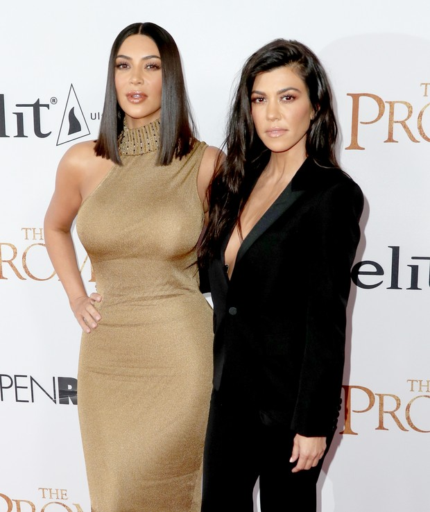Kim Kardashian e Kourtney Kardashian em première me Los Angeles, nos Estados Unidos (Foto: Frederick M. Brown/ Getty Images/ AFP)
