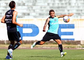 Edinho treina pelo Grêmio no Olímpico (Foto: Lucas Uebel/Divulgação, Grêmio)