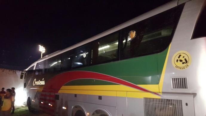 Ônibus do Ferroviário depredado Série B Cearense (Foto: Divulgação/Ferroviário)