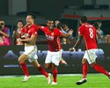 Com gol de Goulart, time de Felipão vence e dormirá na ponta do Chinês