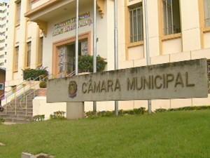 Lei vai obrigar uso de água da chuva em novos imóveis de Araraquara, SP