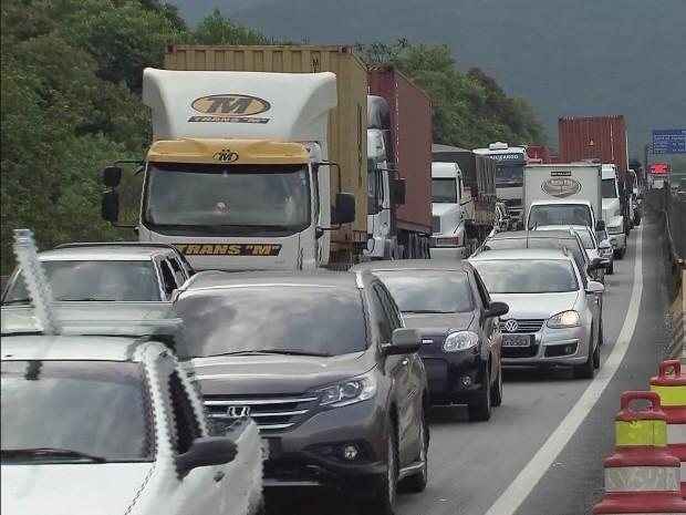 Congestionamentos devido à super safra causaram transtornos em 2013 (Foto: Reprodução / TV Tribuna)