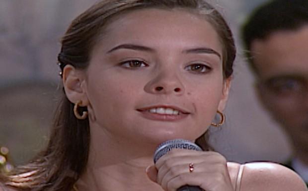 Clara anuncia no microfone do casamento de Camila que Capitu é garota de programa - DESTAQUE