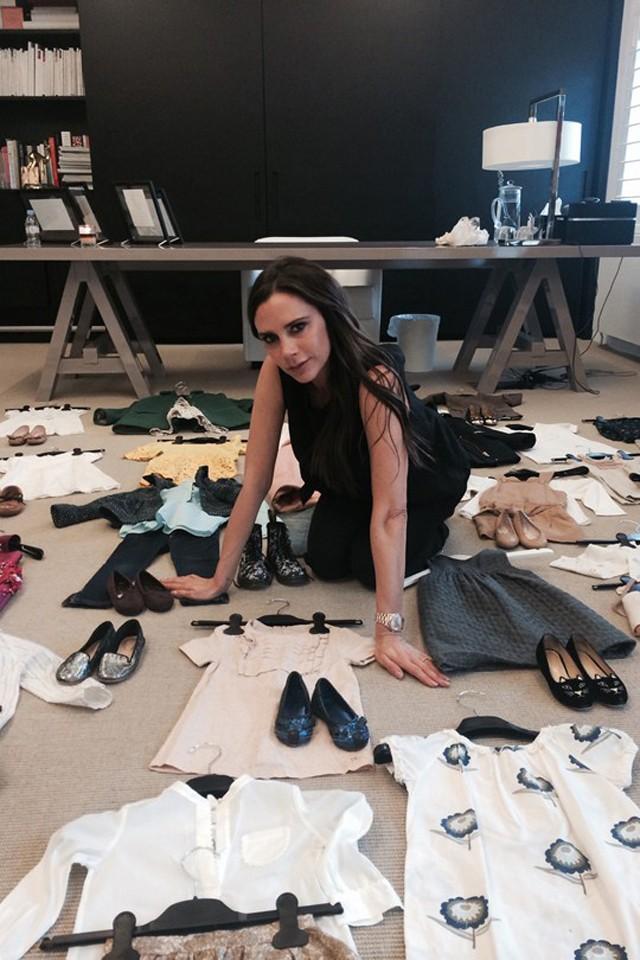 Mini fashionista: Harper Beckham abre seu closet grifado em prol do bem