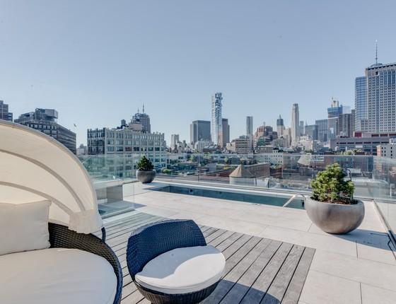 O terraço do tríplex tem vista privilegiada para a Big Apple (Foto: Divulgação)