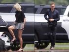 Taylor Swift e Tom Hiddleston embarcam juntos em jatinho privado