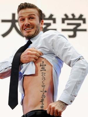 David Beckham exibe sua tatuagem  (Foto: Agência Reuters)