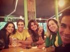 Atores de 'Em Família' se reúnem para assistir a Brasil e Alemanha