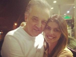 Andressa Mendonça posta foto abraçada com Carlinhos Cachoeira em rede social  (Foto: Reprodução/TV Anhanguera)