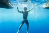 Eliminado em Teahupoo, Miguel Pupo posta foto debaixo de mar cristalino
