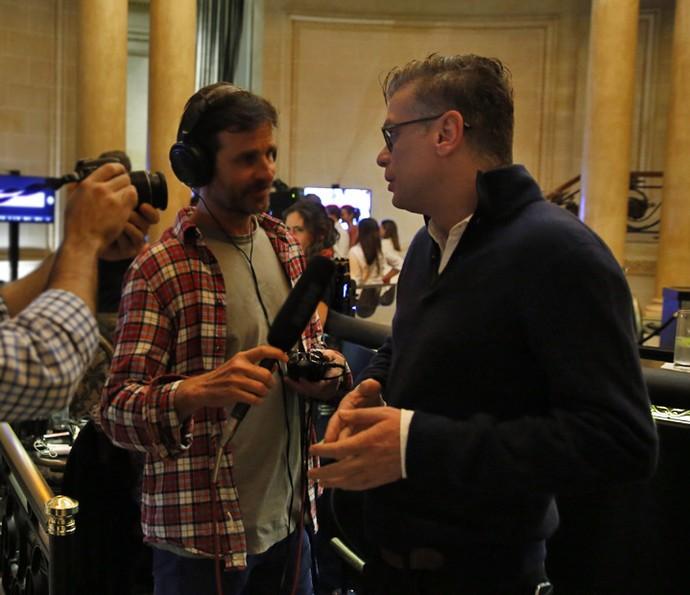 Durante a viagem, Fábio concedeu entrevistas sobre a novela e seu personagem (Foto: Chico Couto/Gshow)